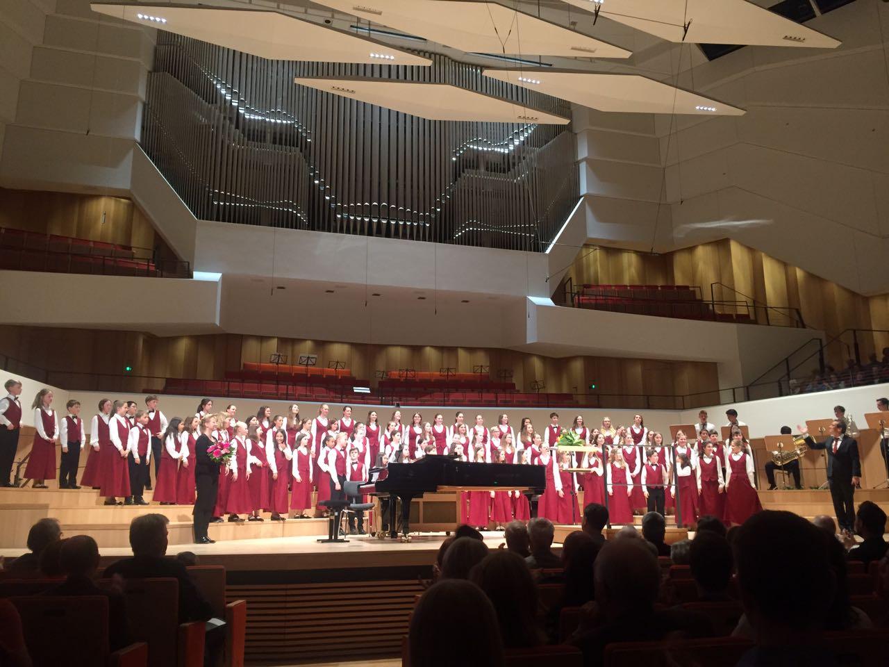 Der Philharmonische Kinderchor Dresden zum ersten Konzert im neu eröffneten Konzertsaal der Dresdner Philharmonie